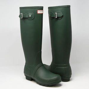 Size 9 matte green hunter boots